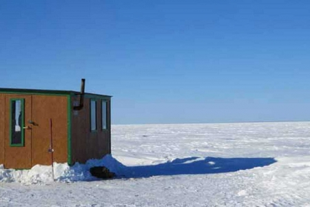 Pêche blanche sur le lac Saint-Jean, croisière et observation de l'ours noir
